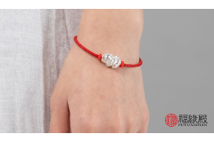 如何佩戴红绳才能起到开运的作用呢 也不能乱带容易出现问题